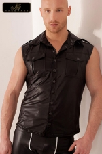 Veste sans manches Groove : Veste sans manches en wetlook, style army avec ses poches de poitrine à rabats, ses épaulettes et le pli dorsal surpiqué.